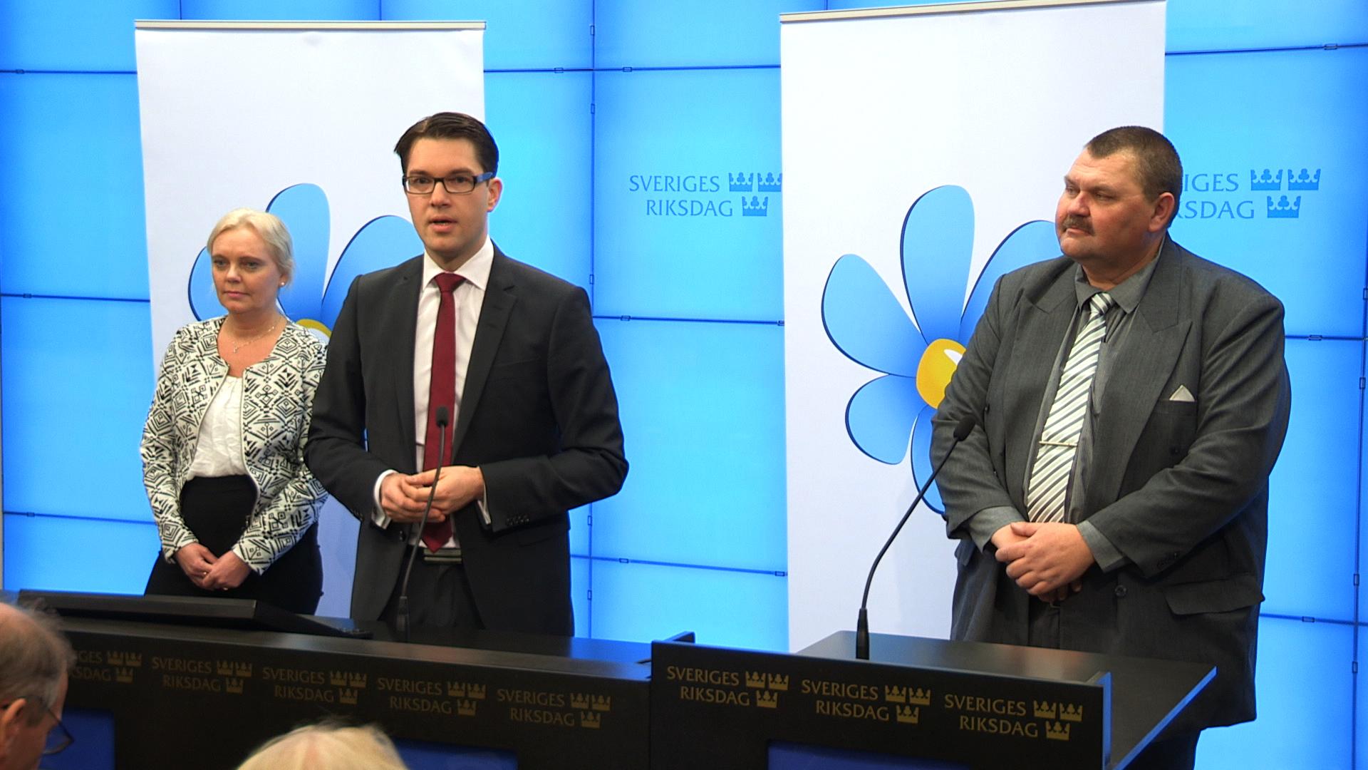 Jimmie Åkesson tillsammans med partiets EU-kandidater. Foto: Nyheter Idag