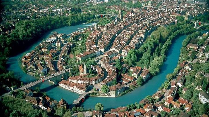Flygfoto av Bern. Foto: Amstuzmarco  [Public domain], via Wikimedia Commons