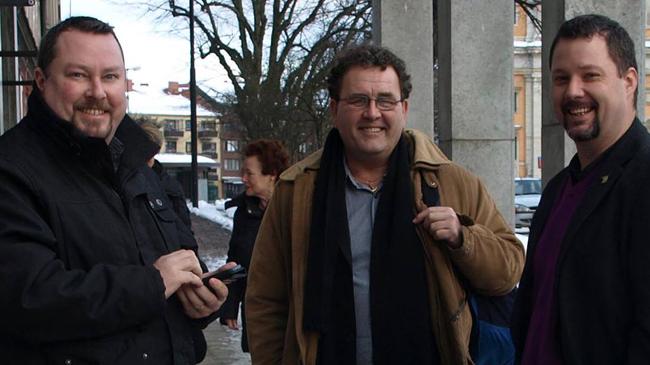 Muntra Sverigedemokrater. Till vänster Michael Hess, i mitten Thoral Alfsson och till höger Christopher Larsson. Foto: SD Karlskrona