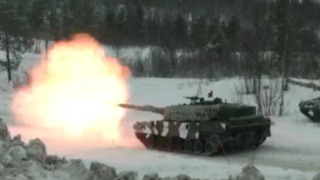 Stridsvagn Leopard 2 övar i Norge. Foto: Stillbild ur vår video