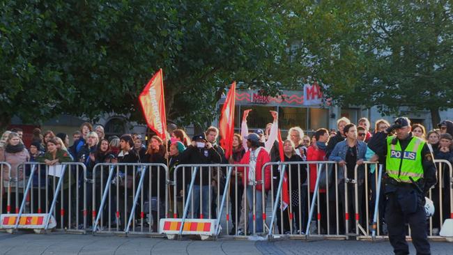 Vänsterpartister i motdemonstration. Foto: Chang Frick