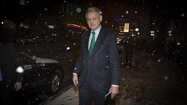 Carl Bildt ute på hal is. Foto: Albin Lindstedt / Nyheter Idag