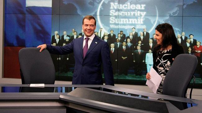 Ryska politikern Medvedev och RTs chef Simonyan - Foto: Wikimedia commons