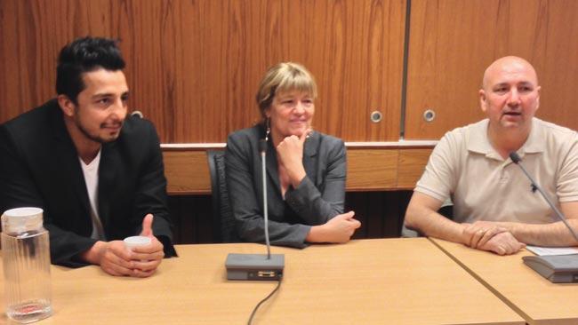 Ehsan Fadakar till vänster, Helena Giertta i mitten och Kurdo Baksi till höger. Foto: Chang Frick / Nyheter Idag