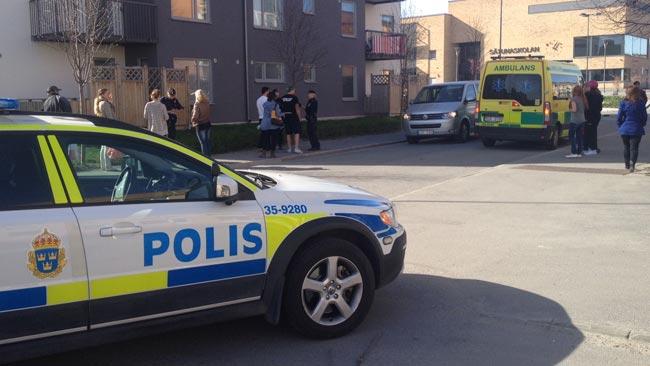 Polis på plats i Märsta -Foto: Stefan Reinerdahl