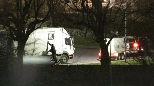 Polisens tekniker på plats om ett bomblarm i Tensta - Foto: Stefan Reinerdahl