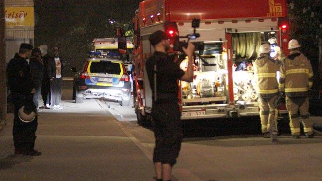 Nyheter Idag var på plats och filmade bilbränder i Husby under natten mot måndagen. Foto: Nyheter Idag
