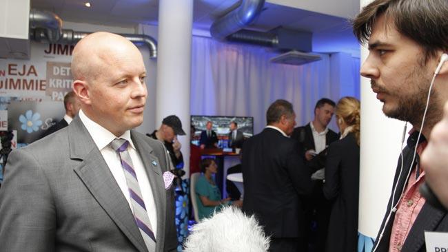 Björn Söder blir intervjuad av Nyheter Idag. Foto: Stefan Reinerdahl