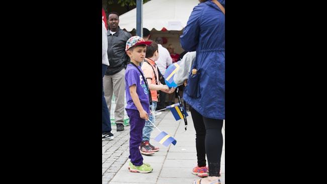 Det förekom även flaggviftande i RInkeby på Nationaldagen. Foto: Nyheter Idag