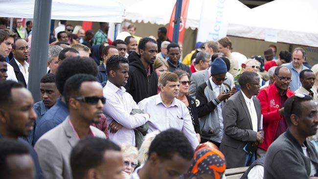 Människor samlas i Rinkeby på nationaldagen. Foto: Nyheter Idag