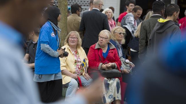 Även äldre människor var på plats för att lyssna i Rinkeby. Foto: Nyheter Idag