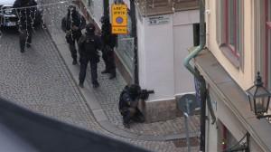 Insatsstyrkan står beredd i Gamla Stan. Foto: Chang Frick / Nyheter Idag