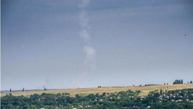 Här påstår en användare ha fotograferat när missilen är på väg mot planet. Foto: Twitter