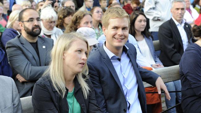 Trots att allt är männens fel ser Fridolin ut att vara glad. Foto: Sven Pernils / Nyheter Idag