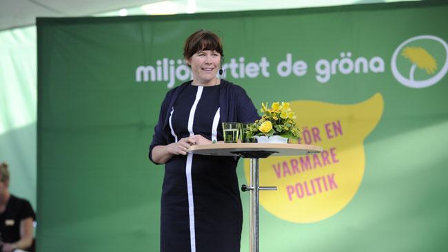 Åsa Romson gick till totalattack mot männen på scenen i Almedalen. Foto: Sven Pernils / Nyheter Idag