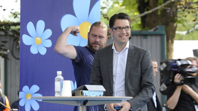 Sverigedemokraterna visar musklerna. Foto: Sven Pernils / Nyheter Idag