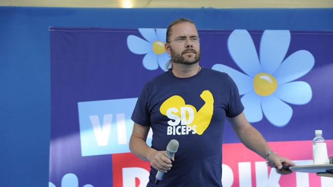 Jörgen Fogelklou underhöll publiken innan Åkessons tal. Foto: Sven Pernils / Nyheter Idag