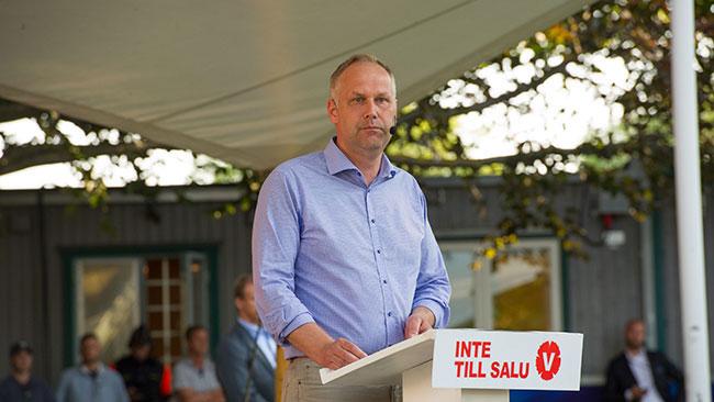 Sjöstedt höll tal på vänsterpartiets dag i Almedalen. Foto: Sven Pernils / Nyheter Idag