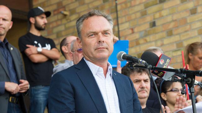 Jan Björklund höll tal på medborgarplatsen i en demonstration emot ISIS framfart i Irak. Foto: Sven Pernils / Nyheter Idag