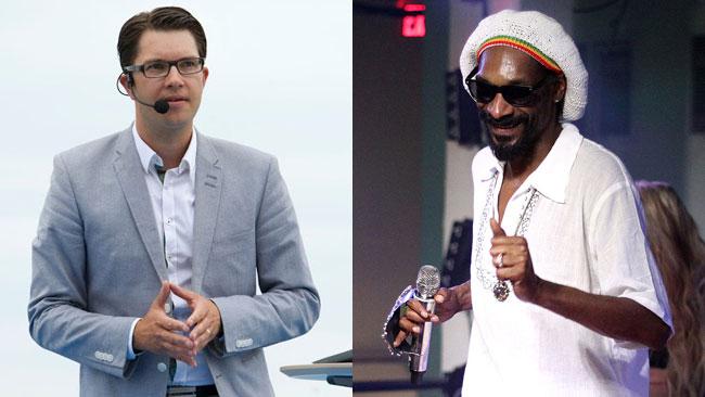 Vem kunde tro att Åkesson och Snoop Dogg skulle göra samma sak på samma dag? Foto: Montage