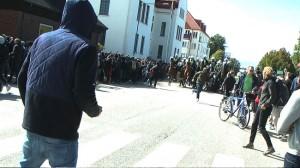 Motdemonstranterna attackerade polishästar - som sedan gick till motattack, enligt polisen. Foto: Fritz Schibli / TOPNEWS.se