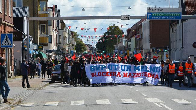 Det var många som deltog i motdemonstrantionen. Foto: Fritz Schibli / TOPNEWS.se