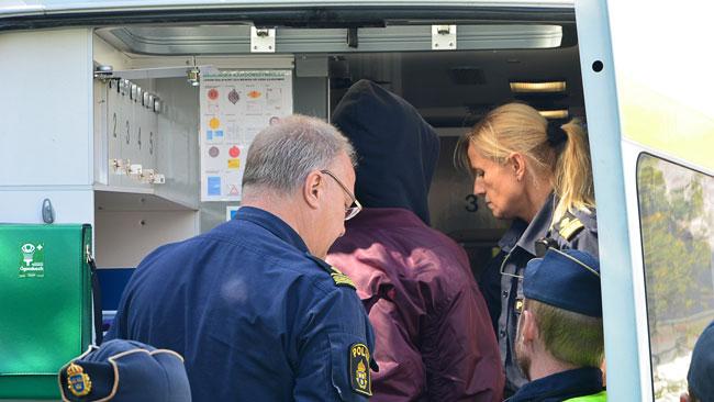 Här har polisen omhärdertagit en motdemonstrant. Foto: Fritz Schibli / TOPNEWS.se