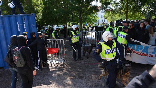 Det var många poliser utkommenderade i Limhamn. Foto: Fritz Schibli / TOPNEWS.se