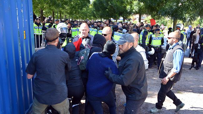 Misstankta seriemordare angreps av folkmassa
