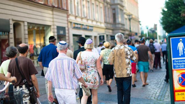 Det har blivit vanligt med kippavandringar i Malmö på grund av hatbrott mot judar. Foto: Elinor Magnusson