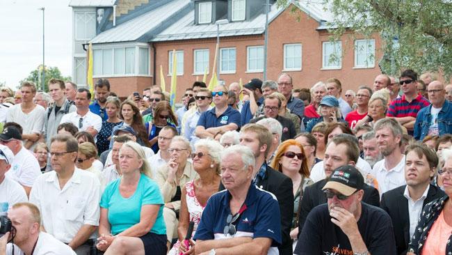 Totalt var det några hundra personer som lyssnade till Åkesson. Foto: Sven Pernils / Nyheter Idag