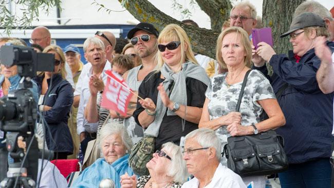 """Flaggan med """"Heja Jimmie"""" har varit populär under sommaren. Foto: Sven Pernils / Nyheter Idag"""