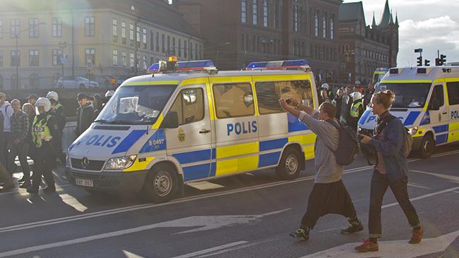 Är det karneval? Nej, det är ju nazister! Foto: Jakob Bergman / Nyheter Idag