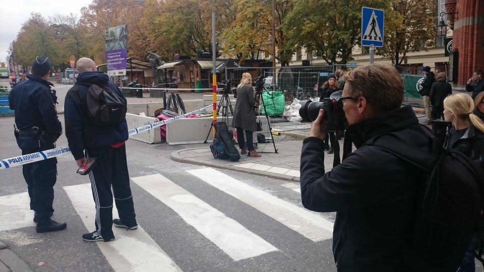 Östermalmstorg spärrades av efter bombhot under tisdagsförmiddagen. (Foto: Bengt Thulin)