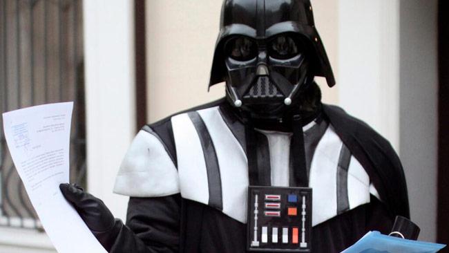 Darth Vader söker väljarnas stöd. Foto: RT.com / Twitter