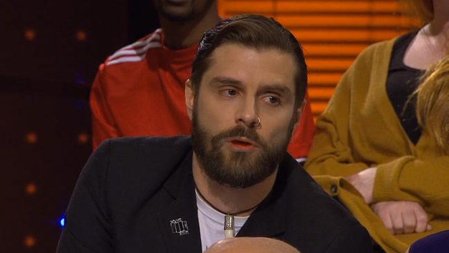 Journalisten Christoffer Röstlund menade att Parks konst är rasistisk i SVT Debatt om Dan Park. Foto: SVT