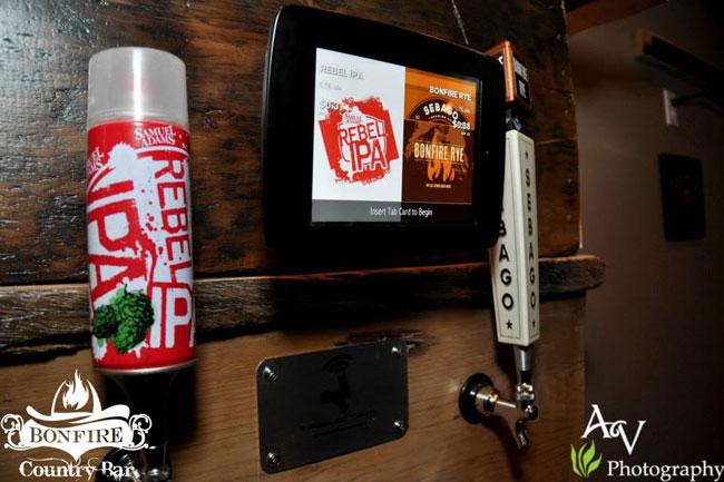 Du behöver ett plastkort med RFID-teknik för att maskinen ska låta dig hälla upp din egen öl. Foto: Robotpubgroup.com