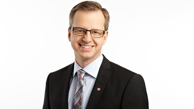 Näringsminister Mikael Damberg tycker inte att SD ska göra som de själva gör. Foto: Pressbild socialdemokraterna.se
