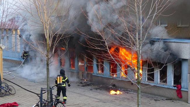 Här brinner moskén i Eskilstuna. Foto: Anders Kjaersgaard