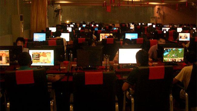 Kinesiska ungdomar på ett Internetcafé i Tongyang. Foto: Wikipedia