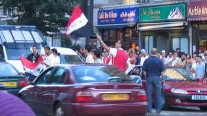 Irakier firar i London efter att landslaget i fotboll vunnit Asiatiska mästerskapet 2008. Foto: Wikipedia