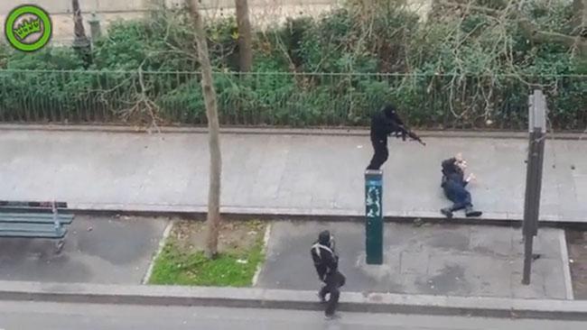Sekunden innan polisen skjuts ihjäl av en misstänkt terrorist. Foto: Faksimil Youtube