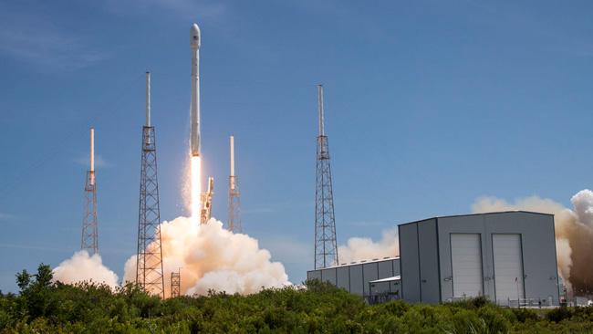 En Falcon 9 på väg till himlen. Foto: SpaceX