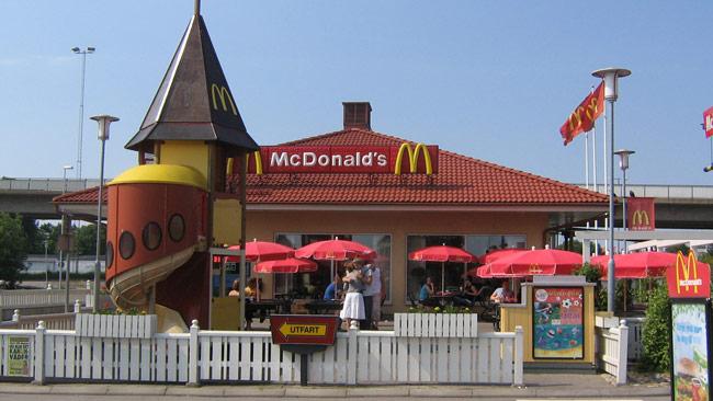Så här ser McDonalds i Karlshamn ut. Den aktuella restaurangen som rånades finns i Staffanstorp. Foto: Arkan / Wikimedia Commons