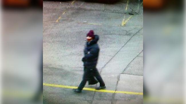 Här är en av de misstänkta gärningsmännen som nu efterlyses av dansk polis. Foto: Polisen Köpenhamn