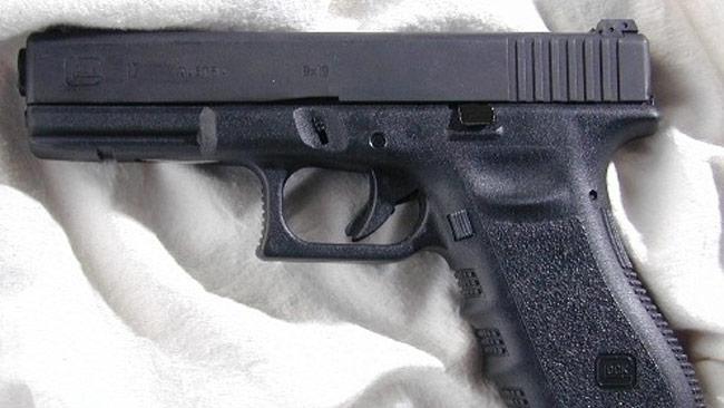 Med en Glock 17 under kudden sover man gott om natten. Foto: Wikimedia Commons