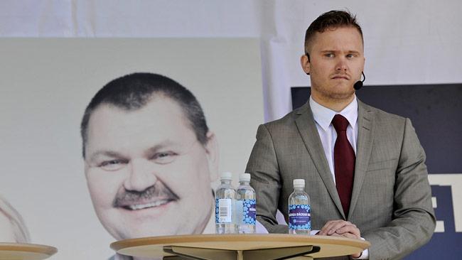 Sverigedemokraternas pressekreterare Henrik Vinge tillbakavisar uppgifter om en husrannsakan. Foto: Björn Bergman / photo2be.com