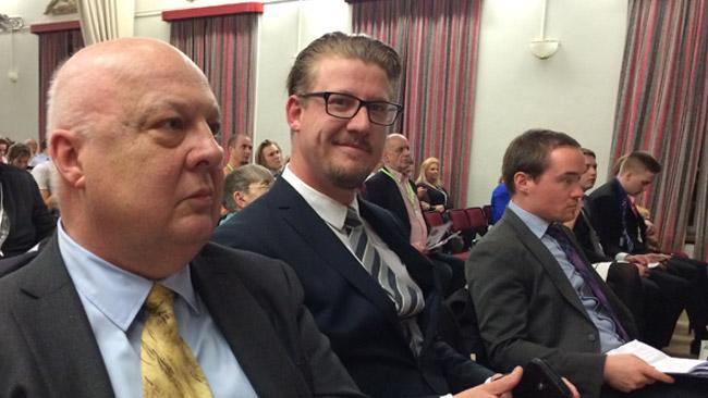 Jonas Åkerlund, Linus Bylund och Kent Ekeroth på plats i Alvik. Foto: Sven Pernils