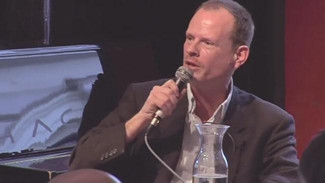 Sexologen Christian Graugaard vill att elever ska få se på porrfilm. Foto: Faksimil Youtube