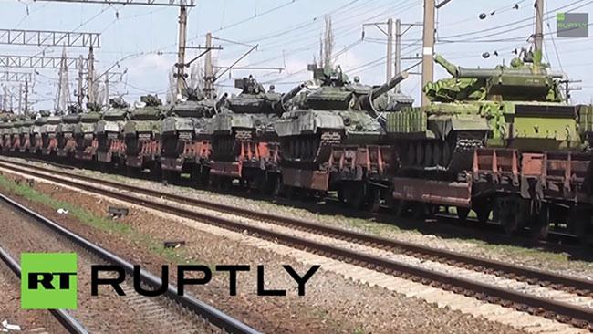 Ryska stridsvagnar av typen T-72 anlände till Krim i mars 2014. Foto: RT Ruptly